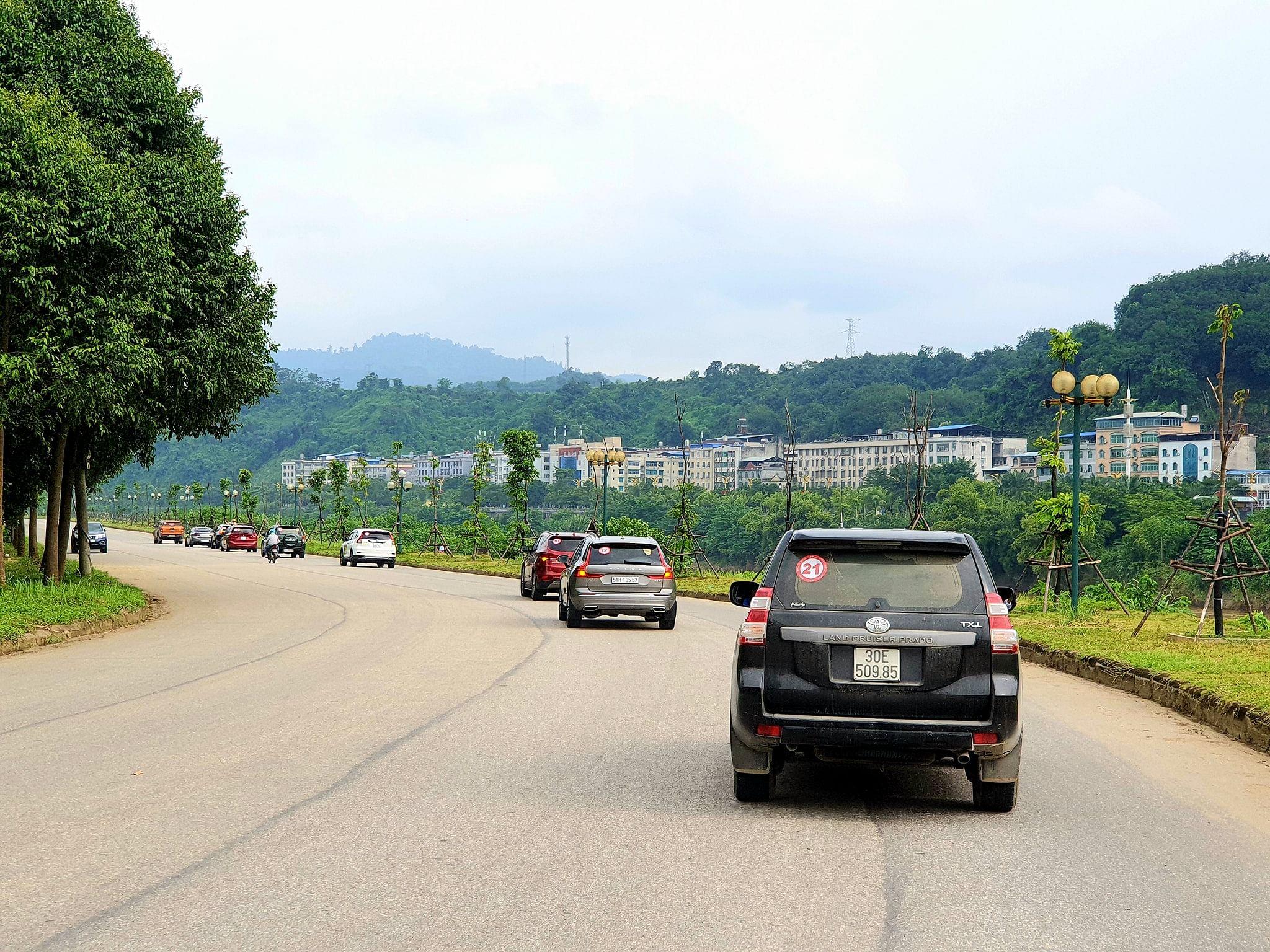 hình ảnh caravan tây bắc-y-tý-đường-ven-sông-hồng-cạnh-hà-khẩu-tq-02